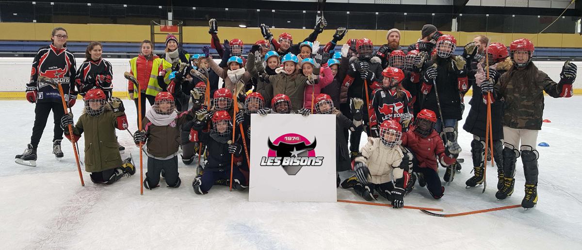 Les participantes à la JPO hockey féminin à Neuilly