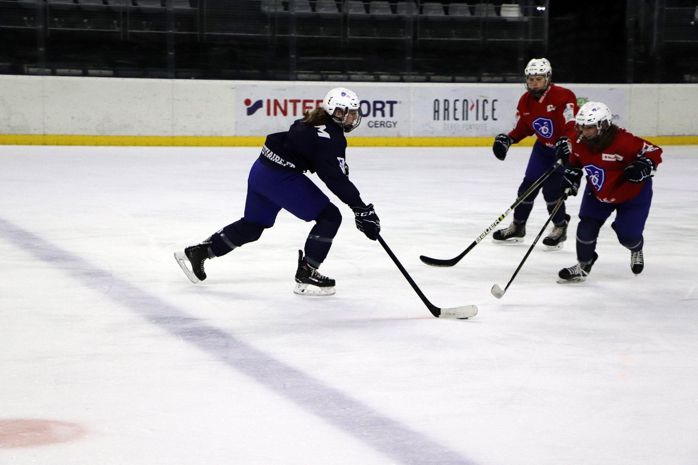 Anaé Simon en action lors d'un entrainement à l'Aren'Ice